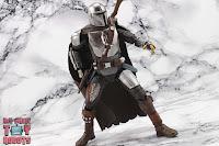 S.H. Figuarts The Mandalorian (Beskar Armor) 24