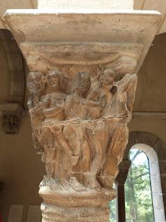 ROMÁNICO EN NUEVA YORK. THE CLOISTERS MET. Claustro de Saint Guilhem Le Desert. Capitel Boca del infierno 3