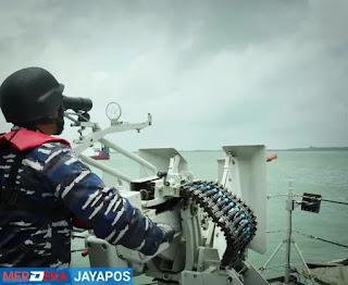 Dua Kapal Perang Jenis Pemburu Kapal Selam Gelar Latihan Di Selat Makassar