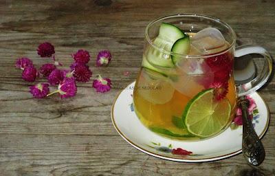 chá de hortelã pimenta e perpétua roxa