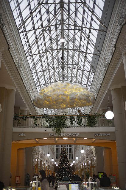ЦУМ Санкт-Петербург новый год интерьер облачко облако люстра уют интерьер коридор торговый центр Питер Игорь Новик фото