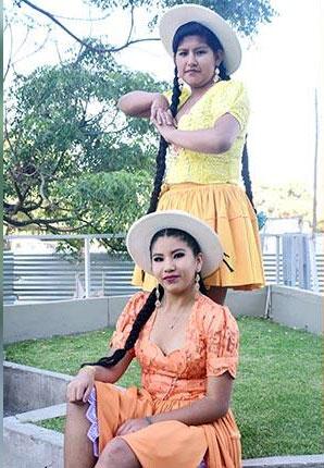Colores vivos para la tradicional pollera de las cholitas del valle