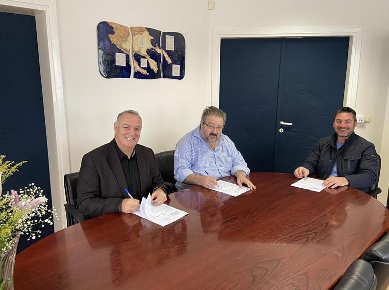 Υπογραφή σύμβασης «Αποκατάσταση καταστραμμένων τμημάτων οδοστρώματος του Οδικού δικτύου Δήμου Σιθωνίας» προϋπολογισμού 1.700.000,00 €.