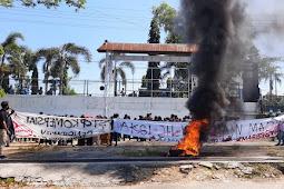 Rektor Tak Kunjung Temui Mahasiswa, Demo berujung Ricuh