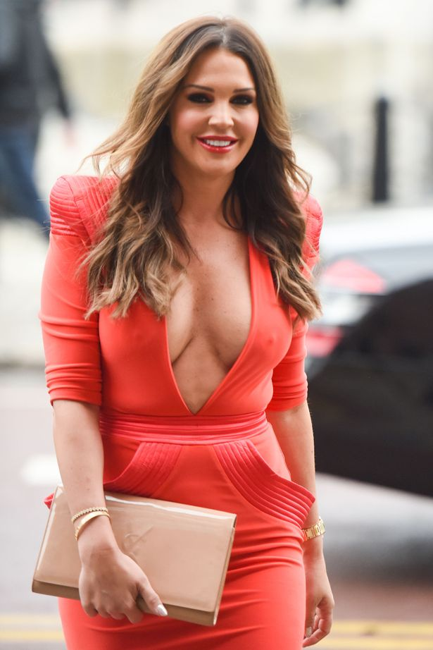 PAY-MAIN-DANIELLE-LLOYD-OUT-FOR-LUNCH
