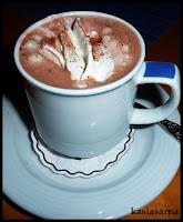gorąca-czekolada-wegańska-przepis-z-masłem-orzechowym-orzechy