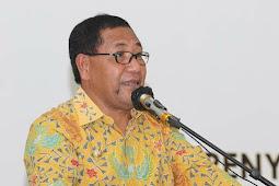 Edi Langkara Serahkan 107 SK CPNS di Halmahera Tengah