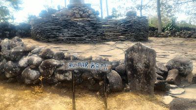 Altar batu di Situs Purbakala Cipari