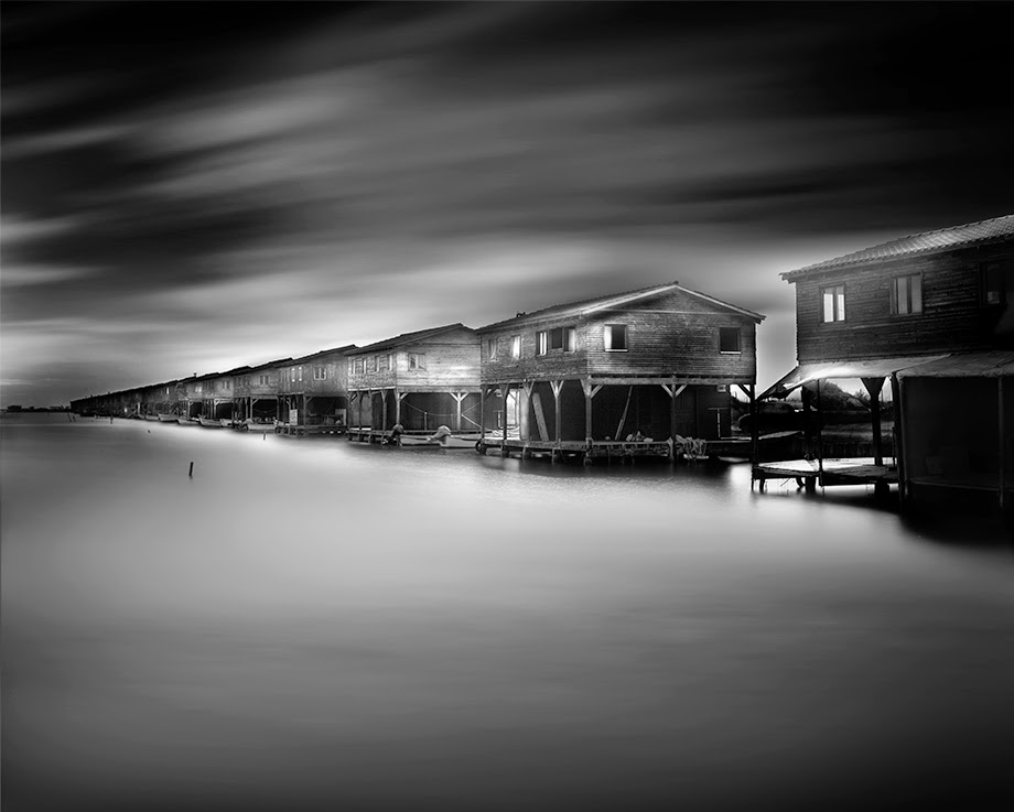 04-Vassilis-Tangoulis-The-Sound-of-Silence-in-Black-and-White-Photographs-www-designstack-co