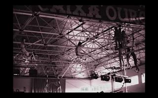 el circo de los muchachos y el logo de Caixa Ourense