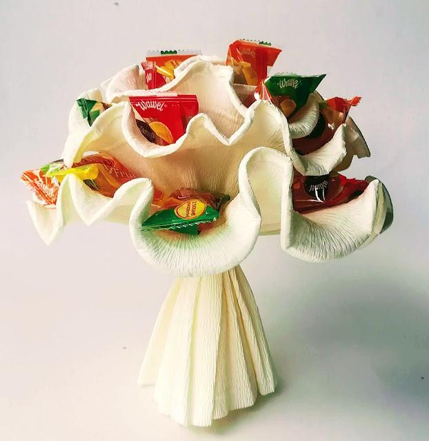 bukiet z cukierków dla dziecka z kolorowych galaretek
