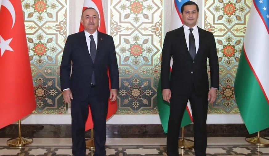 Στενό «μαρκάρισμα» Τσαβούσογλου σε Τουρκμενιστάν και Ουζμπεκιστάν