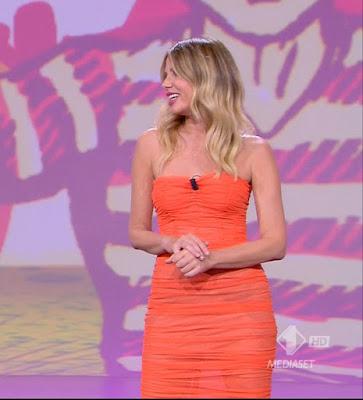 abbigliamento alessia Marcuzzi vestito arancione le iene show ultima puntata 8 giugno
