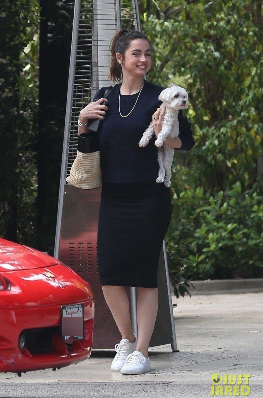 Ana de Armas a Bond Girl em seus looks do dia a dia