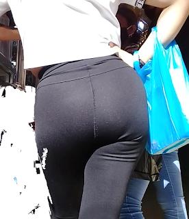 Guapa mujer calzon marcado leggins