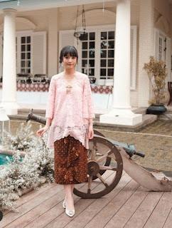 Kebaya brokat batik modern warna pink