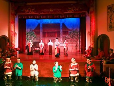 Gabungan yang ciri khas di antara opera Cheo serta wayang golek air