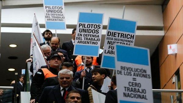 Pilotos argentinos anuncian huelga por mejoras salariales