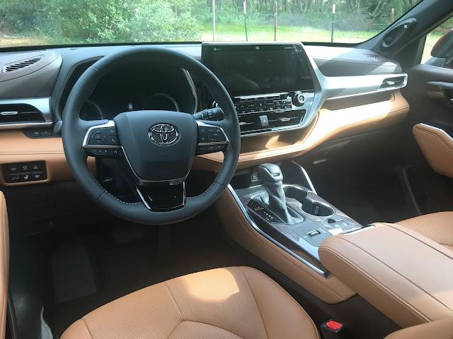 Instrument panel in 2020 Toyota Highlander Hybrid Platinum AWD