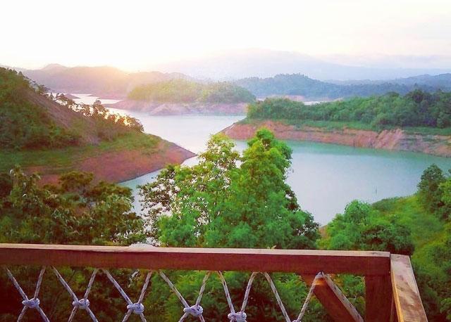 view danau di wisata tanjung harapan