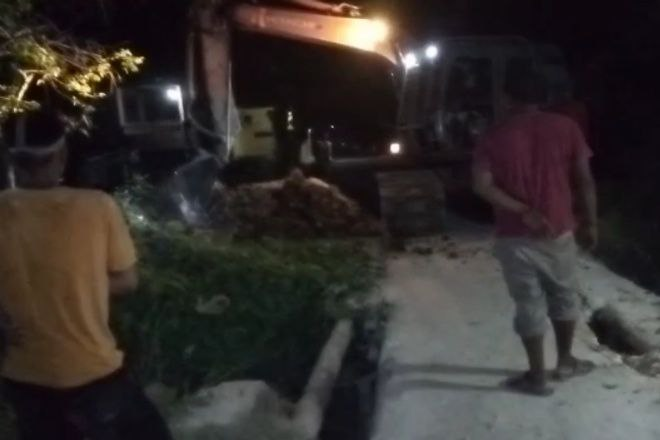 2 Tahun Rusak, Warga di Cenrana Perbaiki Jembatan Kampung Pakai Dana Sendiri