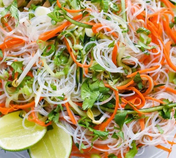 Fresh And Easy Vietnamese Noodle Salad #vegetarian #veggies