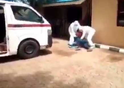 Nigerian man Resist Evacuation to isolation center as he Wrestles with Health Officials (video)