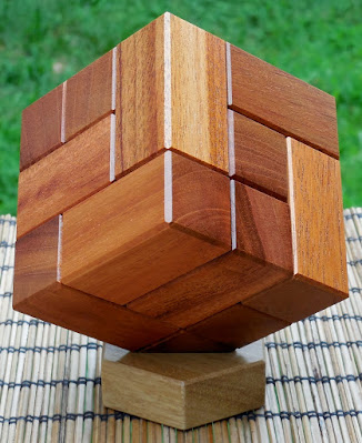 Sequential Discovery Cubic Box by Junichi Yananose