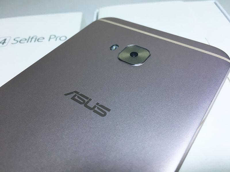 ASUS ZenFone 4 Selfie Pro Review 10