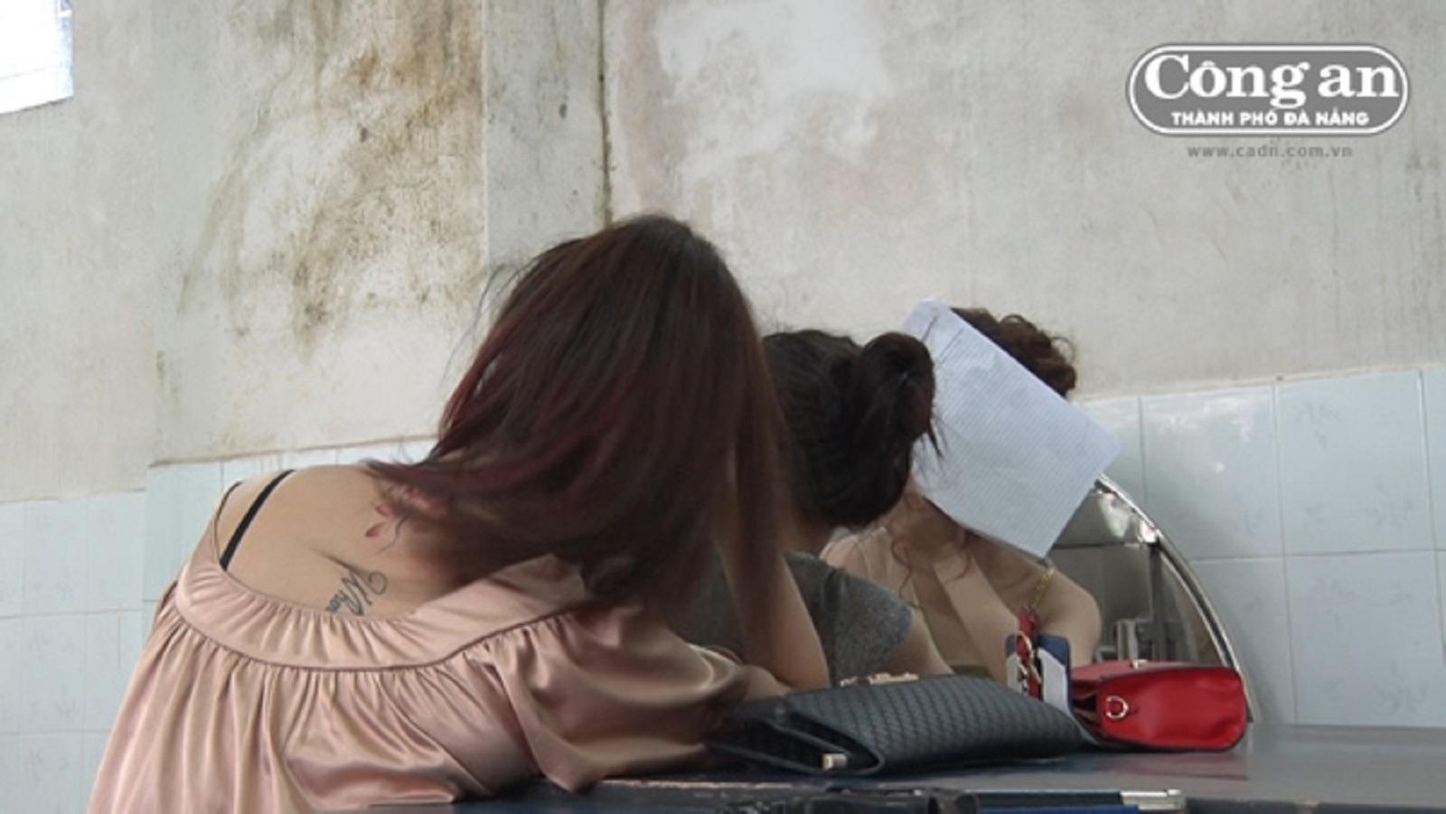 """Gia Lai: Bắt quả tang hàng chục đối tượng """"phê"""" tại karaoke"""