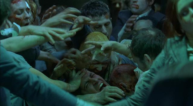 Zombies stürzen sich auf ein Teammitglied: Wie bei George Romero