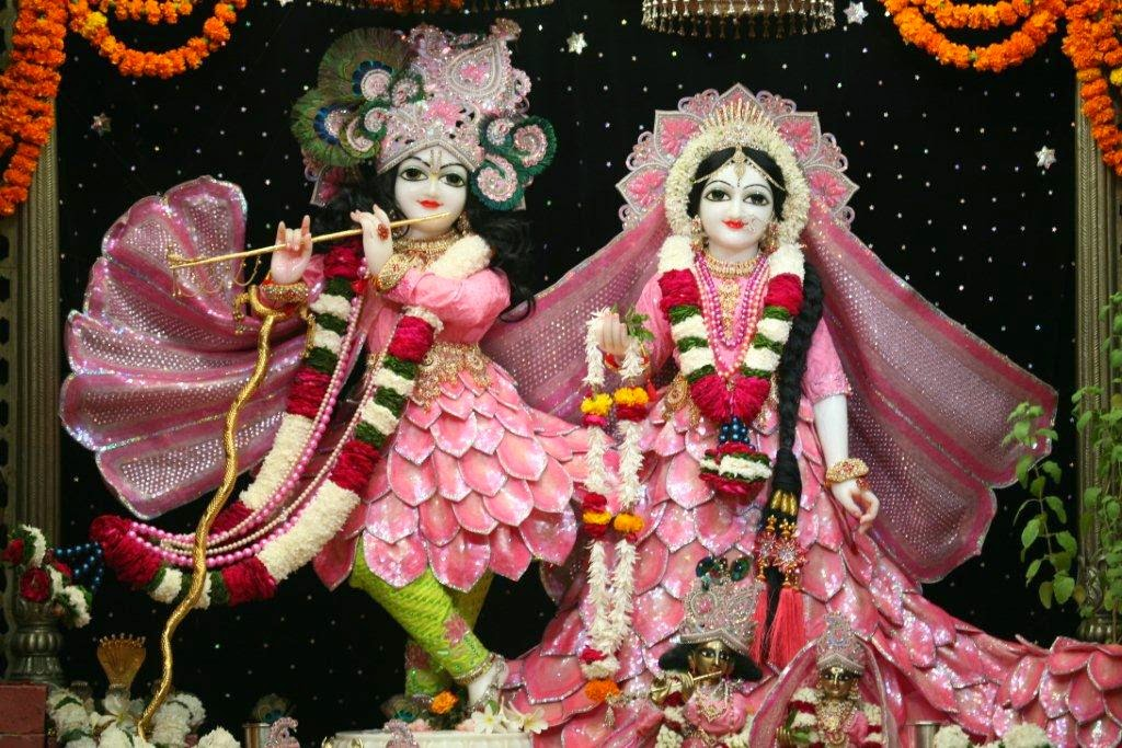 Full View of Sri Sri Radha Vrindavana Chandra