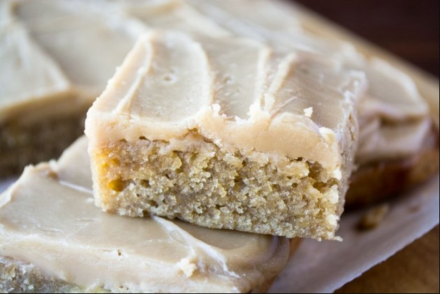 Banana Bread Blondies #desserts #party