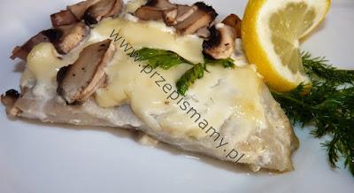 Ryba w sosie śmietanowymi z pieczarkami