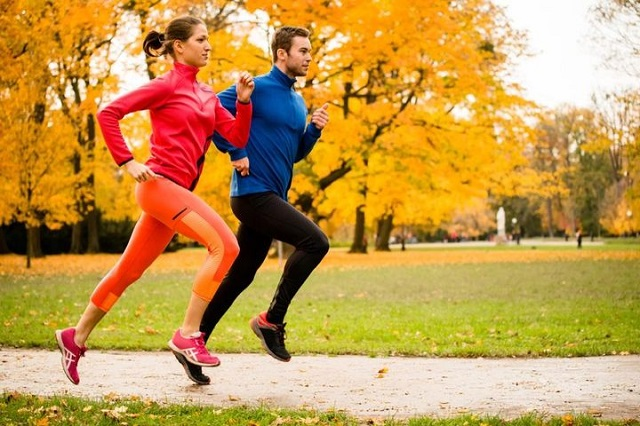 fall exercise weight loss couple running
