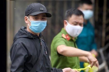 Chủ tịch Hà Nội không vi hiến khi xử phạt người ra đường khi không cần thiết?