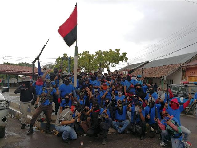Policías Nacional y Paramilitares