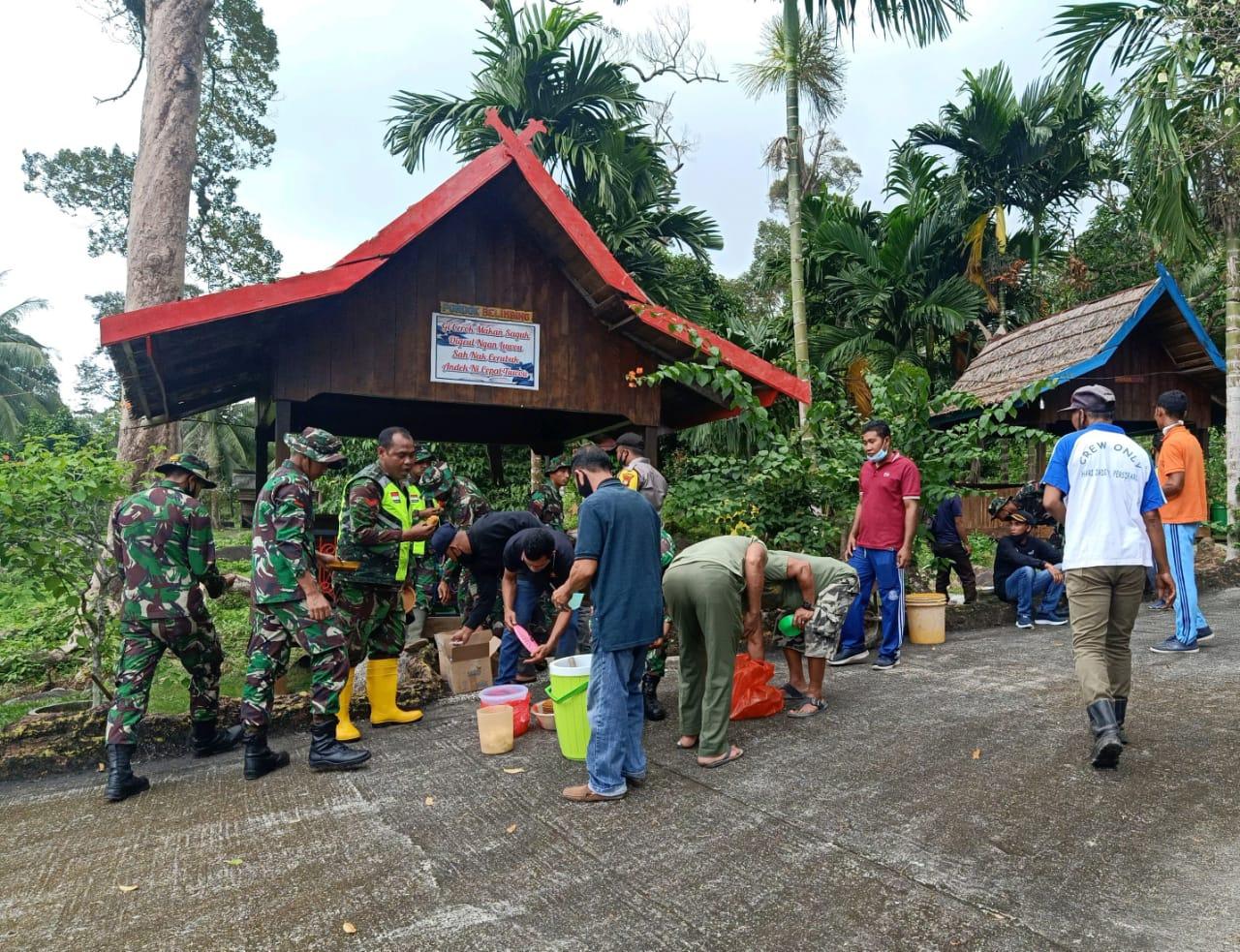 Danramil 01/Ranai Bersama babinsa se Kecamatan Bunguran Timur Goro di Objek Wisata Air Terjun Gunung Air Hiu