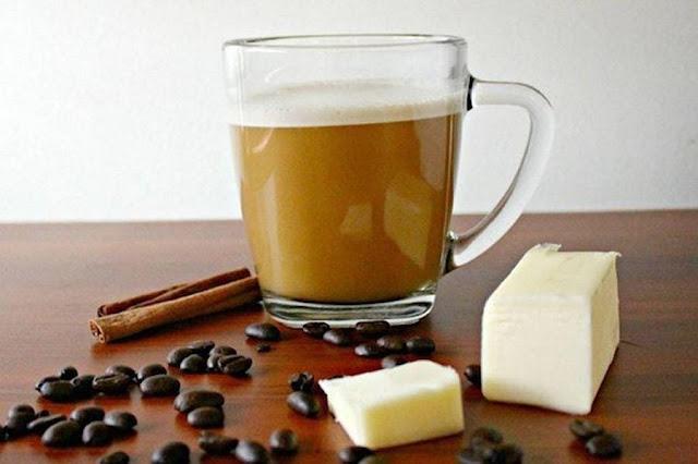 Aqui nós iremos explicar porque você deve adicionar a manteiga em seu café todos os dias! Isto é muito bom. Quer um pouco?