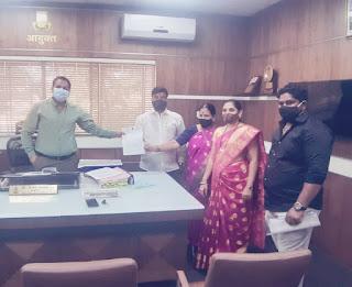 विकास कार्यों  को लेकर आयुक्त से मिले शिवसेना प्रवक्ता शैलेश पांडे  | #NayaSaberaNetwork