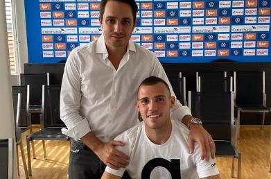 Léo Bonatini renova contrato com Wolverhampton
