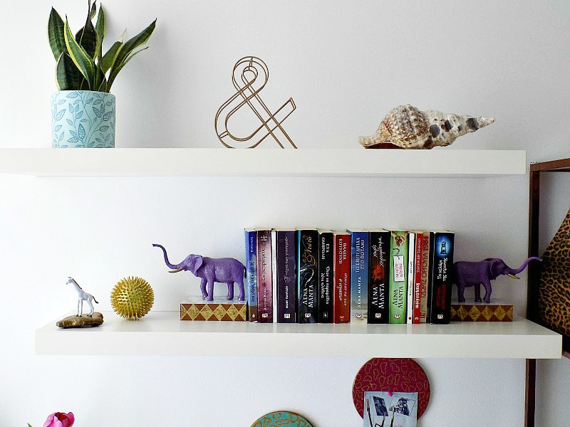 Home office styling the shelves