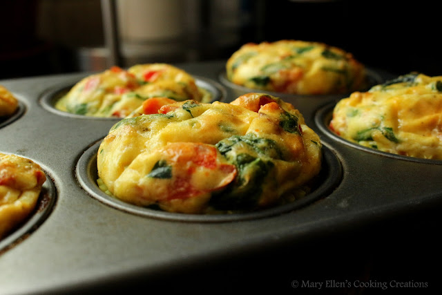 Breakfast on the go - egg muffins. Egg muffins with vegetables, egg muffins with sausage. Grab n go breakfast