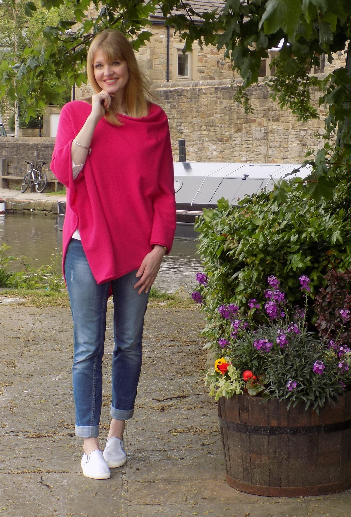 Bright pink poncho, flamingo top and boyfit jeans
