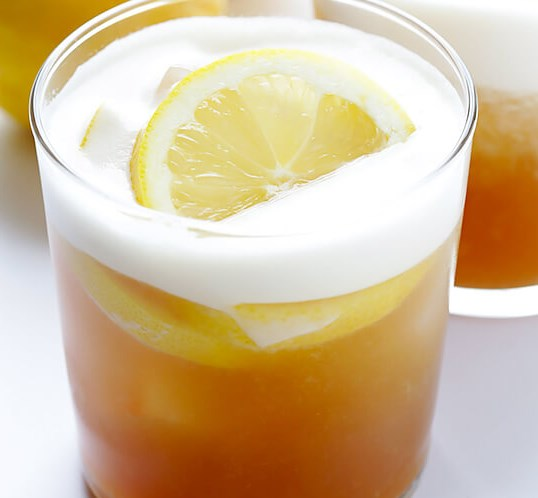 MAPLE WHISKEY SOUR #drinks #cocktails
