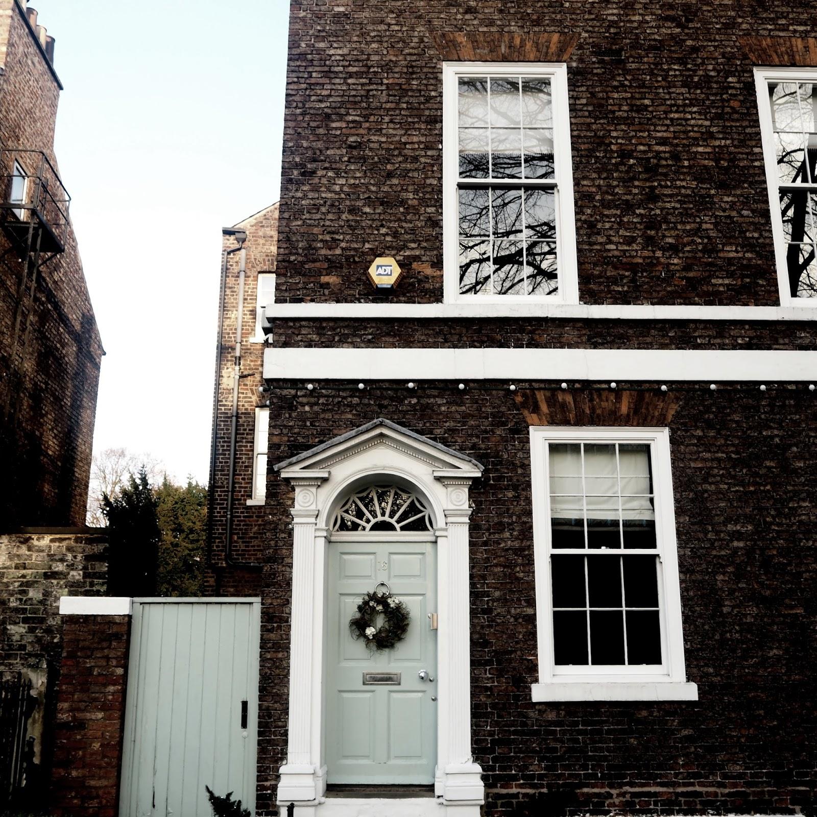 Rachel marie some pretty pictures of doors buildings in york for Rachel s fairy doors