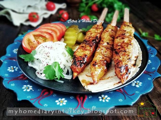 Tavuk / hindi Köfte Kebabı ( Turkish style Chicken or turkey Kofta Kebab, best recipe) | Çitra's Home Diary. #kofta #köftetarifi #turkeyrecipe #meatballrecipe #turkishfoodrecipe #resepmasakanturki #resepkebabturki #turkishkebab #koftakebab #tavukköftesi #kebabayam #chickenkebab #foodphotography #resepmasakanturki