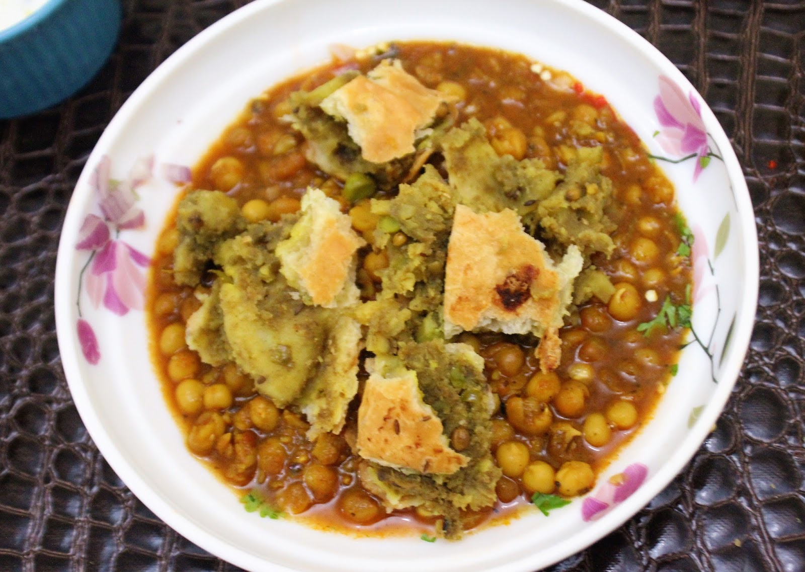 bethicas kitchen flavours ragda samosa chaat savoury