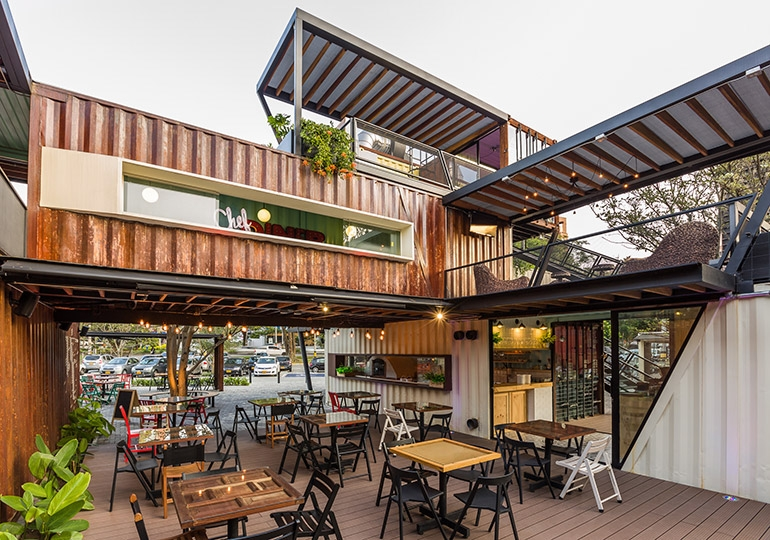 03-Shipping-Container-Architecture-6-Restaurants-in-the-Contenedores-Food-Place-www-designstack-co