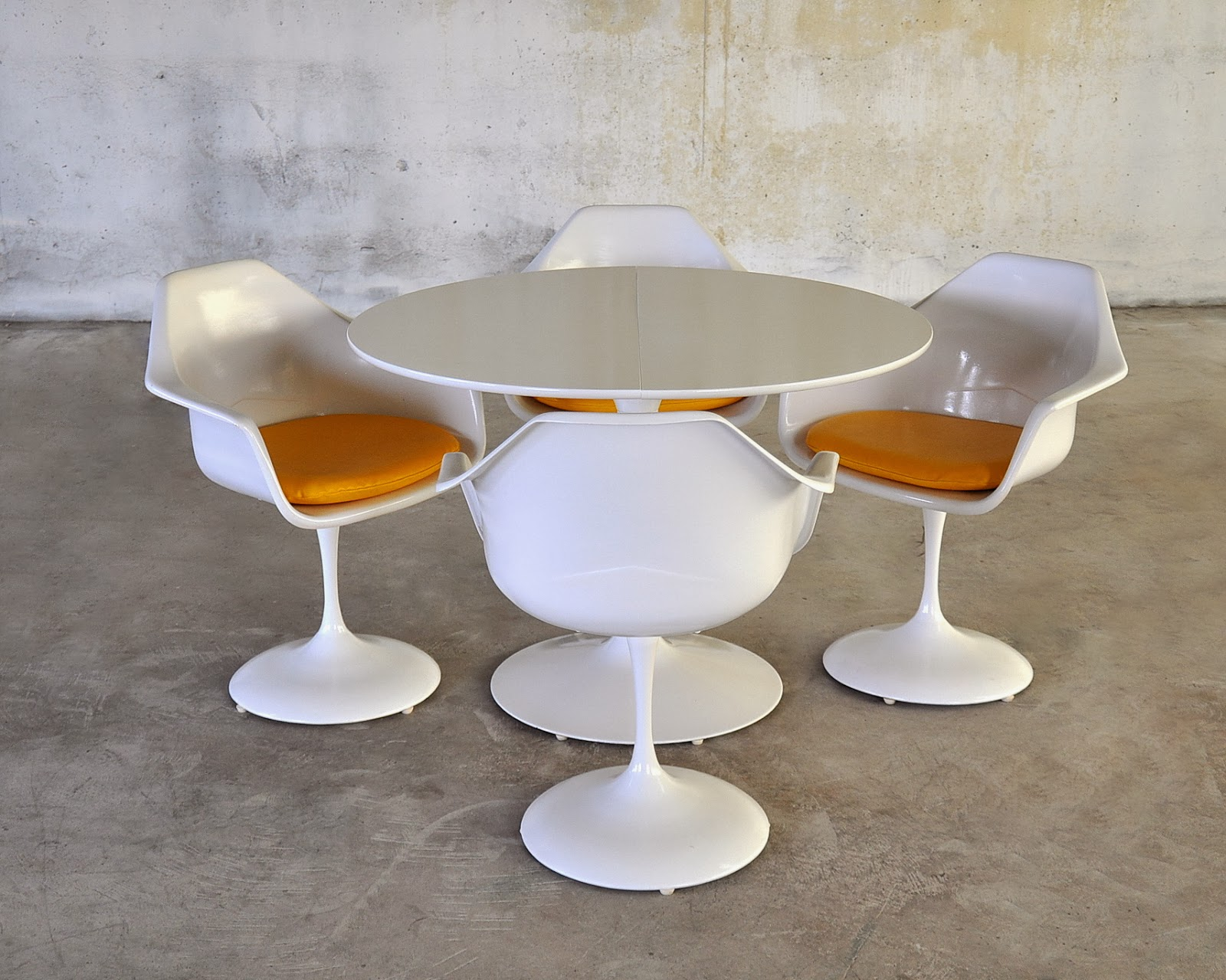 Select Modern Tulip Dining Set With Expandable Table And